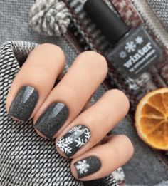 12 Holiday Nail Designs That Are Festive AF – 12 Festliche Nageldesigns AF Holiday Nail Designs, Winter Nail Designs, Nail Art Designs, Nails Design, Dark Nail Designs, Xmas Nails, Holiday Nails, Valentine Nails, Halloween Nails