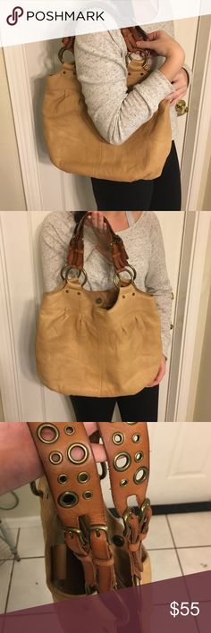 Tan Fossil Brand leather purse🌸 Very cute tan Fossil purse... very lightly used. Great condition 🌸 Bought on Posh for Christmas for daughter then found out it's 'not her style' Fossil Bags Shoulder Bags