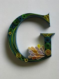 Paper quilling letters is one of the best way to use quilling ideas to make beautiful letters and patterns.Sabeena Karnik paper quilling is popular. Arte Quilling, Quilling Letters, Paper Quilling Designs, 3d Letters, Paper Letters, Typography Served, Typography Art, Quilled Creations, Arts And Crafts