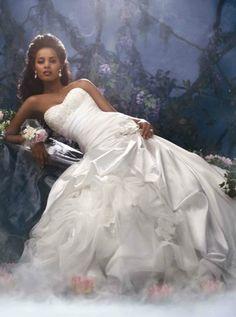 Per la serie Abiti delle Principesse Disney- un matrimonio da favola: La principessa e il ranocchio, Tiana