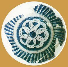 İznik Milet ware, dish, 15th century, diameter: 23,7 cm,  İznik excavation 1984  (Erdinç Bakla archive)