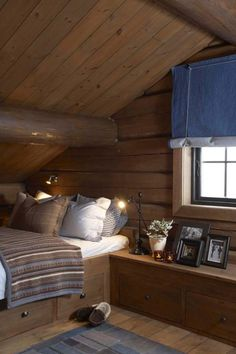 Living at Mountain Lodge Trysil Cabin Homes, Log Homes, Building A Cabin, Building Homes, Modern Log Cabins, Cabin Loft, Chalet Interior, House Beds, Cottage Interiors