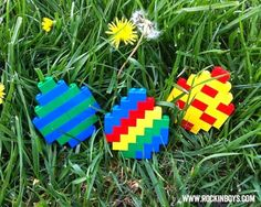 An easy diagram showing you how to make a Lego Easter Egg in three fun patterns. Easy Lego Creations, Lego Creations Instructions, Lego Activities, Easter Activities, Lego Duplo, Lego Ninjago, Easter Egg Designs, Easter Ideas, Lego Challenge