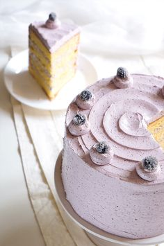 Vanilla Chiffon Cake with Blueberry Buttercream – Sugary & Buttery - Fancy Cake Blueberry Frosting, Blueberry Cake, Pear And Almond Cake, Almond Cakes, Cupcakes, Cupcake Cakes, Biscuits, Nutella Cake, Pastel