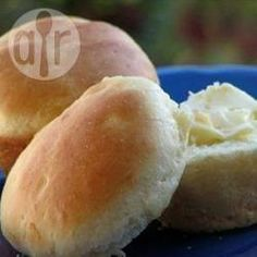 Quick Yeast Rolls Recipe~ these are my go-to rolls. No need to knead the dough. Just mix it up, let it rise and then scoop out of the bowl w/ a large spoon to transfer into muffin pan, then let rise again. Quick Yeast Rolls, Easy Rolls, Bread Recipes, Cooking Recipes, Easy Recipes, Vegan Recipes, Rolls Recipe, Bread Rolls, Dinner Rolls