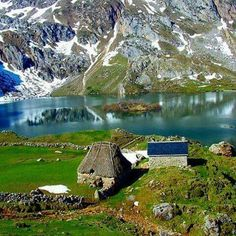 Lagos de Saliencia, Asturias where is a the Principality in Spain. Places Around The World, Oh The Places You'll Go, Travel Around The World, Places To Travel, Places To Visit, Around The Worlds, Wonderful Places, Beautiful Places, Roadtrip Europa