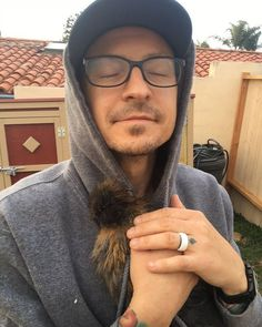 Chester and his chicken. How PRECIOUS is this!?lp  #linkinpark #chesterbennington #chicken