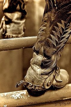 Any thing western. Cowboys, cowgirls, horses and anything else I like. Spurs Western, Western Boots, Western Style, Cowboy Gear, Cowboy And Cowgirl, Rodeo Cowboys, Real Cowboys, Cowboy Pictures, Barn Pictures