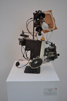 JEAN TINGUELY Jean Tinguely, Wood Sculpture, Sculptures, Kinetic Art, Junk Art, Japanese Prints, French Artists, Art Forms, Pop Art