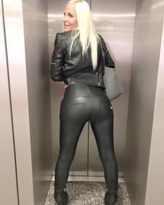 Leather is my pleasure Wet Look Leggings, Shiny Leggings, Leather Leggings, Sexy Outfits, Leder Outfits, Glamour, Tights Outfit, Latex Fashion, Women's Fashion
