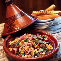 Beef tagine The most delicious arab food recipes. Tajin Recipes, Halal Recipes, Beef Recipes, Whole Food Recipes, Vegetarian Recipes, Drink Recipes, Beef Tagine, Sweet Chilli, Healthy Eating Tips