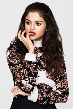 Selena Marie Gomez, born July is an American singer and actress. Born and raised in Grand Prairie, Texas. Ariana Grande-Butera, born June is an American singer and actress. Born and raised in Boca Raton, Florida. Selena Gomez Fashion, Fotos Selena Gomez, Estilo Selena Gomez, Selena Gomez Style, Selena Selena, Selena Singer, Alex Russo, Marie Gomez, Girl Crushes
