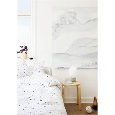 Pentru ca fiecare pat ar trebui sa fie o destinatie pentru vise dulci, asternutul alb din familia OYOY este atat de moale si pufos incat nu vei mai dori sa parasesti patul.