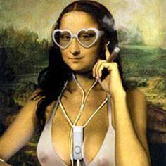 Desde Mona Lisa foi criada entre 1503 a 1506,  por Leonardo da Vinci, ela evoluiu de uma obra clássica em centenas de obras de arte únicas espalhadas no ciberespaço - seu sorriso enigmático se transformou em algo divertido e atrevido.