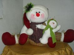 imagenes de moldes de muñecos navideños - Buscar con Google Christmas Crafts, Christmas Ornaments, Christmas Ideas, Snowman, Dinosaur Stuffed Animal, Teddy Bear, Diy Crafts, Quilts, Holiday Decor