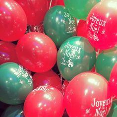 Gonflage de 200 ballons pour des décorations de Noël : 200 noeuds à faire...   #sarahfarsyscenographie #scenographie #scenography #ballons #balloons #joyeuxnoel #noel #rouen #normandie #normandy #christmasdecoration #decoration #decor #deco #christmas #xmas #decodeNoël #merrychristmas #christmasdecor #rouge #vert #red #green #christmasdeco #decoballoon #balloonsdecoration #eventdecoration #eventdecor #eventdesign #eventdesigner