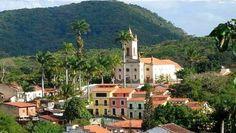Guaramiranga é um pequeno Município da região serrana do Estado do Ceará, Nordeste do Brasil. Localiza-se na microrregião de Baturité, mesorregião do Norte Cearense. O município tem cerca de 5.800 habitantes e 108 km², e sua sede se localiza a 865 metros de altitude. O nome
