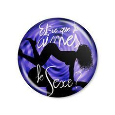 Beyoncé - Partition / Button modelo americano com 4,5cm de diâmetro. Imagem/foto impresa em papel fotográfico protegida por papel filme transparente. Acompanha alfinete traseiro.