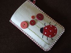 Nice but white is impracticable. But love the french knots (now I can do em! Resin Crafts, Felt Crafts, Diy And Crafts, Crafts For Kids, Arts And Crafts, Felt Phone Cases, Felt Case, Felt Coasters, Wool Quilts