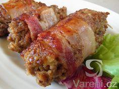 Smažené závitky ze směsi mletého ochuceného masa, sýru a kuskusu ve slaninovém kabátku. Pokrm podáváme teplý s bramborovou kaší, ale chutná i zastudena s hořčicí, cibulí a pečivem.