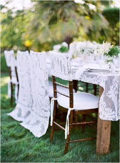 Decoración de sillas para la mesa de los novios e invitados...Preciosas!!