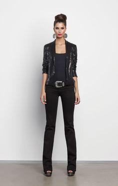 Lookbook Black Charm - Chaqueta 072152  Blusa 203563  Jeans 048980  Calzado 082541