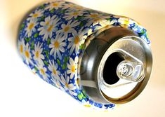 Keep It Cool Can Wrap Free pdf Pattern - Flower Girl Designs Collection Sewing Hacks, Sewing Tutorials, Sewing Crafts, Sewing Patterns, Sewing Ideas, Pop Cans, Sewing Material, Love Sewing, Sewing Projects For Beginners