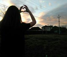 Viva o amor. Girl Photography Poses, Tumblr Photography, Cool Photos, My Photos, Malia Tate, See The Sun, Photo Black, Aesthetic Girl, Tumblr Girls