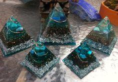 Pirámides color turquesa