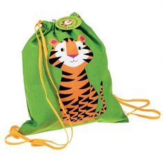 Eenvoudig, kleurrijk sportzakje met leuke opdruk, voor jongens en meisjes. Gebruik het als zwemzakje of turnzak voor je kleine spruit. Of steek er het favoriete speelgoed in wanneer je hem/haar op logement laat gaan.  Afmeting (BxH): 19 x 34 cmMateriaal: 100% katoen