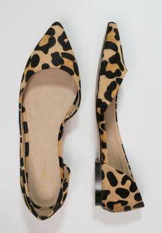 Zign Ballerinas // Leo print // <3 Low Heel Shoes, Low Heels, Shoes Heels, Ballerinas, Tans, Head To Toe, Vivienne, True Love, Ballet Flats