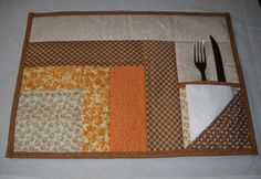 log cabin placemat with pocket Patchwork Blanket, Patchwork Cushion, Patchwork Patterns, Patchwork Bags, Quilt Patterns, Patch Quilt, Quilt Blocks, Table Runner And Placemats, Quilted Table Runners