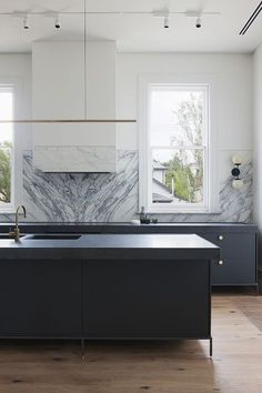 Contemporary sophisticated kitchen design