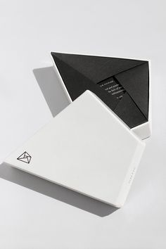 Different way of folding without having to glue. Also like the shape of the box itself - very geometric & minimalistic