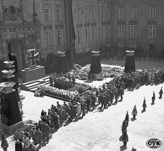 Funeral of Reinhard Hendrick, Prague Castle, Military Units, Military History, History Of Germany, Prague Castle, The Third Reich, Berlin, Pictures Of People, World War Two, History