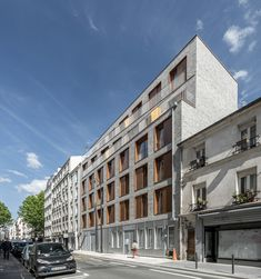 To build on a vacant site in Paris requires infill in harmony with the existing urban fabric. Rue Orfila is a typical neighbourhood street, the former rue. Building Layout, Building Facade, Luz Natural, Pere Lachaise Cemetery, Paris Climate, Timber Panelling, Urban Fabric, Concrete Structure, Living Environment