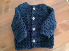 Hæklet babytrøje i uld