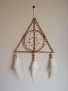 Attrape rêve Les reliques de la mort - Dreamcatcher Harry Potter Deathly Hallows https://www.etsy.com/fr/listing/576512399/attrape-reve-les-reliques-de-la-mort