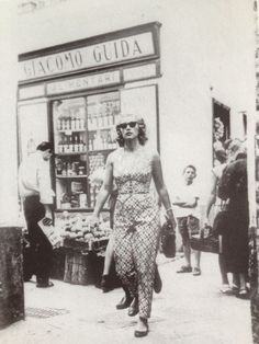 Capri 50s - Linda Christian (wife of Tyrone Power) in via Le Botteghe shot by Pedro Padricelli
