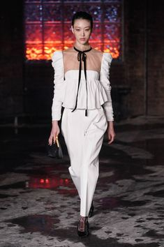 See all the Collection photos from Khaite Autumn/Winter 2020 Ready-To-Wear now on British Vogue Star Fashion, Fashion Show, Women's Fashion, Hot Outfits, Fashion Outfits, Vogue Russia, Haute Couture Fashion, Get Dressed, Timeless Fashion