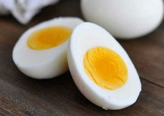 The Boiled Eggs Diet: Lose 10 Kg In 2 Weeks!If you want to lose weight fast, a diet oriented around boiled eggs may be just the thing for you. Although it consists o Super Dieta, Perder 10 Kg, Health Benefits Of Eggs, Perfect Hard Boiled Eggs, Egg Diet Plan, Low Fat Cheese, Diet Recipes, Healthy Recipes, Diet Tips