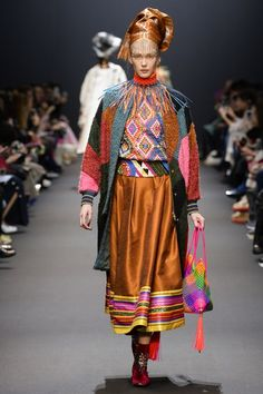 See the complete Manish Arora Fall 2017 Ready-to-Wear collection.