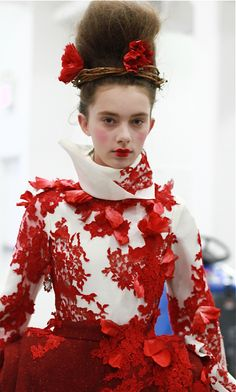 ❀ Flower Maiden Fantasy ❀ beautiful photography of women and flowers - Thom Browne Couture Mode, Style Couture, Couture Fashion, Runway Fashion, High Fashion, Womens Fashion, Fancy Dress Up, Thom Browne, Photography Women