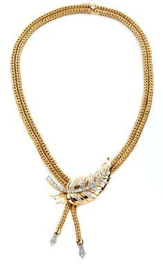 Halsweite: ca. 44 cm. Länge Mittelhänger: ca. 6,5 cm. Gewicht: ca. 115,8 g. RG 750. Um 1940. Außergewöhnliches, apartes Collier aus zwei verbundenen Ketten...