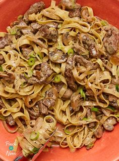 Creamy Peppered Beef Pasta - Pinch Of Nom Healthy Beef Recipes, Clean Eating Recipes, Cooking Recipes, Healthy Food, What's Cooking, Cooking Ideas, Healthy Meals, Diet Recipes, Pasta Dishes