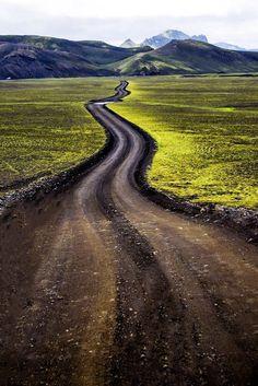 Hlykkjóttur hálendisvegur (Ísland) // Country road (Iceland) by Konný Guðjónsdóttir cr.c.