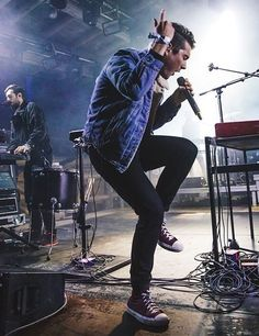Dan Smith and his great dancing <----- He dances majestically in my opinion << He dances better than me