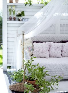i s a b e l l a s Outdoor Rooms, Outdoor Living, Outdoor Furniture, Outdoor Decor, Fresco, Decorating On A Budget, Porch Swing, Love Seat, Toddler Bed
