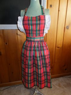 Vintage Christmas Red Green Plaid Ruffle Full Bib Apron by CindysCozyClutter on Etsy #vintagechristmas