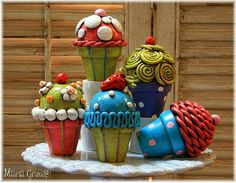 Create-a-Cupcake Kit, includes oven bake clay, cake base, and directions. Need acrylic paint. Clay Art Projects, Ceramics Projects, Polymer Clay Projects, Flower Pot Crafts, Clay Pot Crafts, Flower Pots, Food Sculpture, Sculptures Céramiques, Biscuit